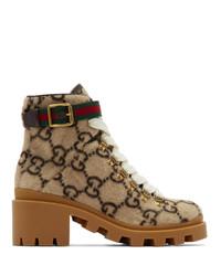 beige flache Stiefel mit einer Schnürung aus Leder von Gucci