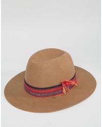 beige Hut von Brixton
