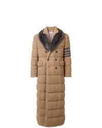 beige Mantel mit einem Pelzkragen von Thom Browne