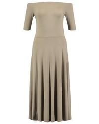 beige schulterfreies Kleid von Vila