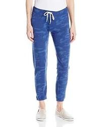 blaue bedruckte Jogginghose
