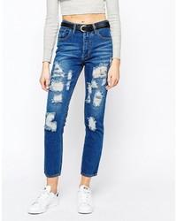 blaue Boyfriend Jeans mit Destroyed-Effekten