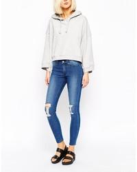 blaue enge Jeans mit Destroyed-Effekten von Cheap Monday