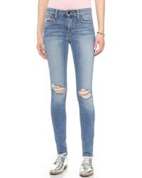 blaue enge Jeans mit Destroyed-Effekten von Joe's Jeans