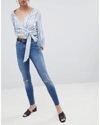 blaue enge Jeans mit Destroyed-Effekten von Pieces