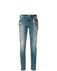 blaue enge Jeans mit Destroyed-Effekten von PIERRE BALMAIN