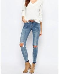blaue enge Jeans mit Destroyed-Effekten von Vila