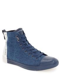 blaue hohe Sneakers aus Segeltuch