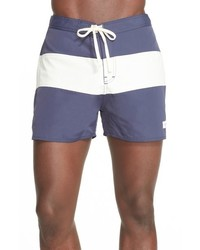 blaue horizontal gestreifte Shorts