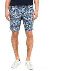 blaue Shorts mit Blumenmuster
