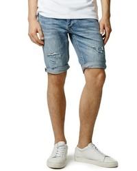 blaue Shorts mit Destroyed-Effekten