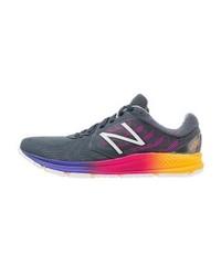 blaue Sportschuhe von New Balance