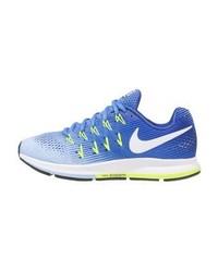 blaue Sportschuhe von Nike