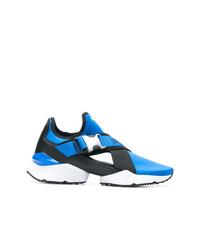 blaue Sportschuhe von Puma