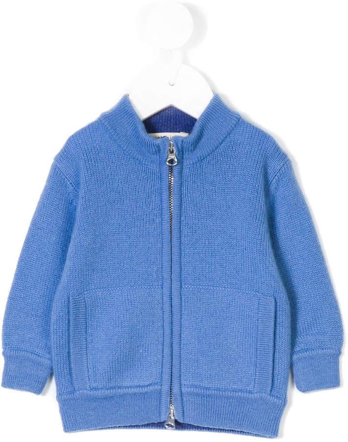 blaue Strickjacke
