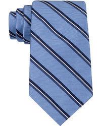 blaue vertikal gestreifte Krawatte