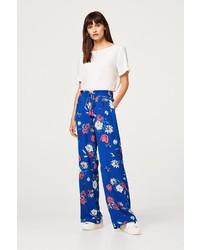 blaue weite Hose mit Blumenmuster von Esprit