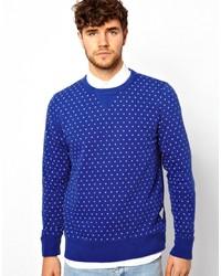 blauer gepunkteter Pullover mit einem Rundhalsausschnitt