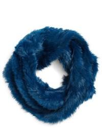 blauer Pelzschal