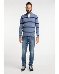 blauer Pullover mit einem Reißverschluss am Kragen von Dreimaster