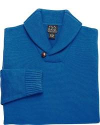 blauer Pullover mit einem Schalkragen