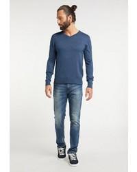 blauer Pullover mit einem V-Ausschnitt von Dreimaster