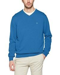 blauer Pullover mit einem V-Ausschnitt
