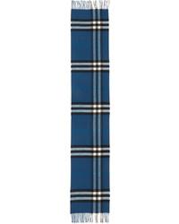 blauer Schal mit Schottenmuster