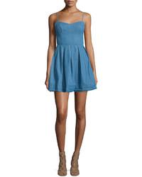 Blaues ausgestelltes kleid