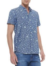 blaues bedrucktes Kurzarmhemd