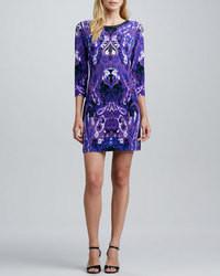 blaues gerade geschnittenes Kleid mit Paisley-Muster
