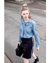 blaues Jeanshemd von Laura Scott