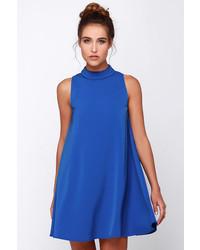 blaues schwingendes Kleid
