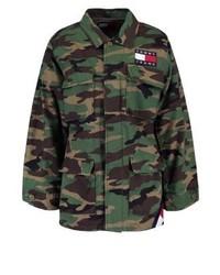 6ce0953ae2b8 ... braune Camouflage Militärjacke von Tommy Hilfiger