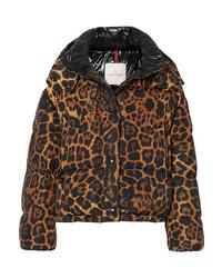 braune Daunenjacke mit Leopardenmuster von Moncler