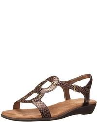braune flache Sandalen aus Leder mit Schlangenmuster