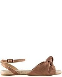 braune flache Sandalen aus Leder