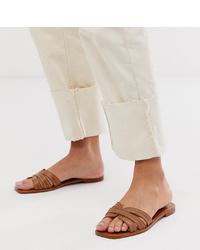 braune flache Sandalen aus Leder von Mango