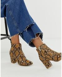 braune Leder Stiefeletten mit Schlangenmuster von New Look