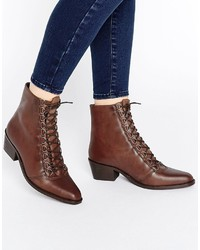 braune Schnürstiefeletten aus Leder von Asos