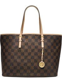 braune Shopper Tasche aus Leder mit Karomuster