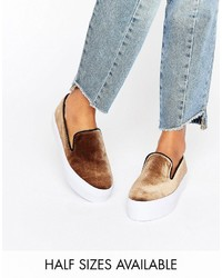braune Slip-On Sneakers von Asos