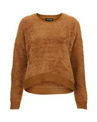 brauner flauschiger Pullover mit einem Rundhalsausschnitt