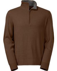 brauner Pullover mit einem Reißverschluss am Kragen