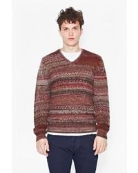 brauner Pullover mit einem V-Ausschnitt mit Fair Isle-Muster