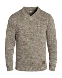 brauner Pullover mit einem V-Ausschnitt von Solid