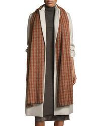 brauner Schal mit Karomuster