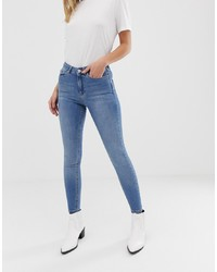 dunkelblaue enge Jeans mit Destroyed-Effekten von Miss Selfridge