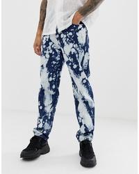 dunkelblaue Jeans mit Acid-Waschung