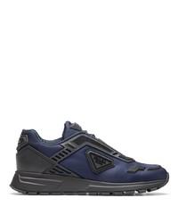 dunkelblaue Sportschuhe von Prada